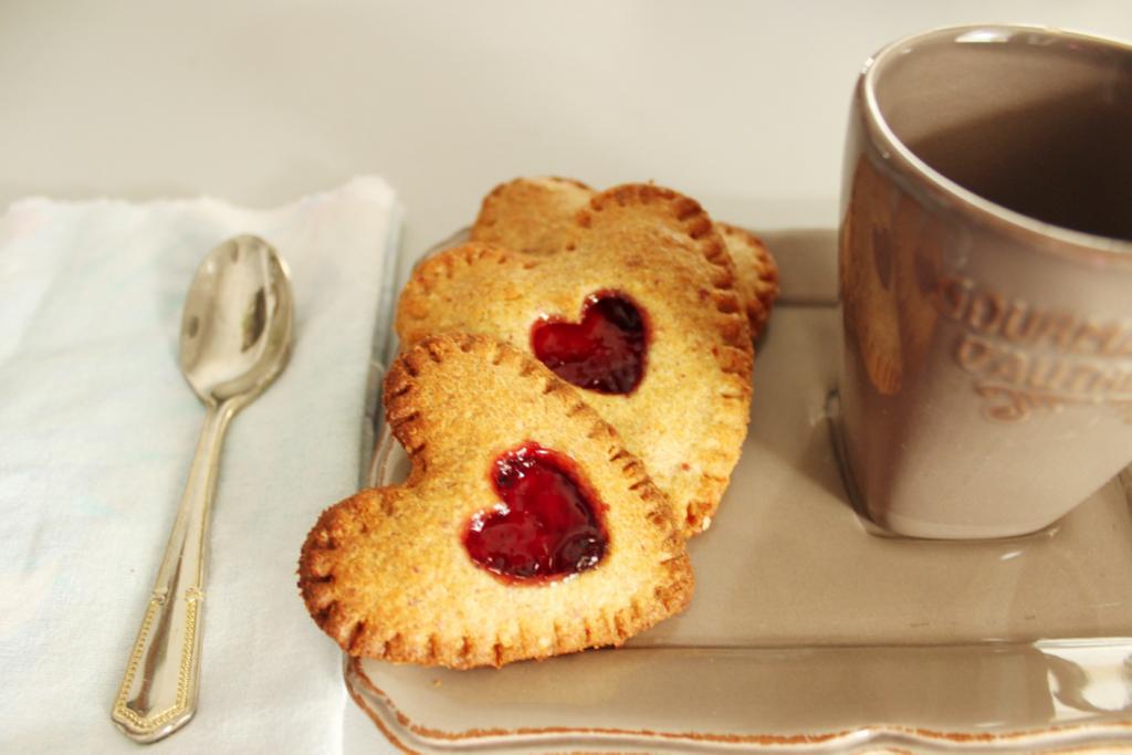 biscuits fourrés à la noisette et aux fruits rouges